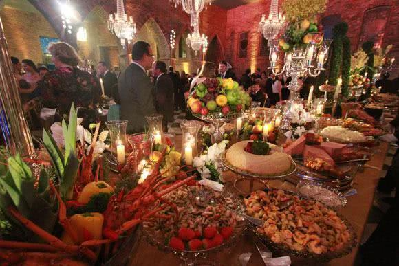 Sonhar com banquete
