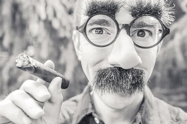 Sonhar com bigode