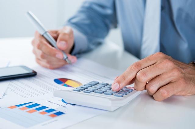 Sonhar com imposto pode simbolizar perdas financeiras