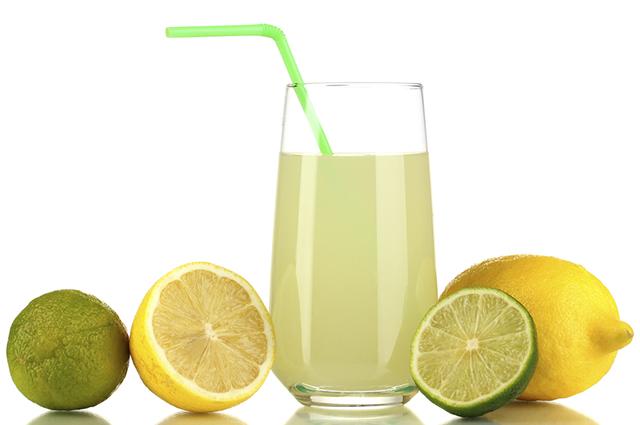 Sonhar com suco de limão pode revelar sinais sobre seu relacionamento