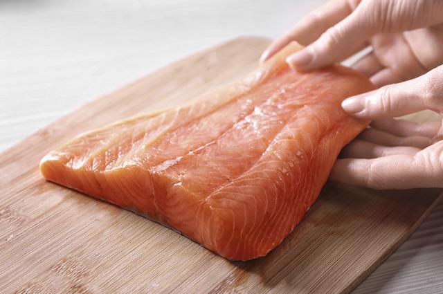 Sonhar com salmão muitas vezes pode indicar o desejo de liberdade