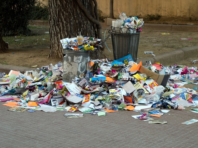 Lixo espalhado